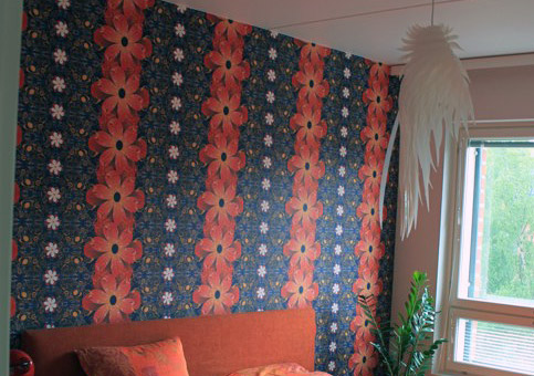 Flowers wallpaper in a bedroom in Helsinki